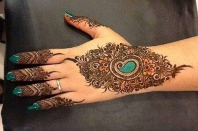 Simple Mehndi Designs Pics for Hands